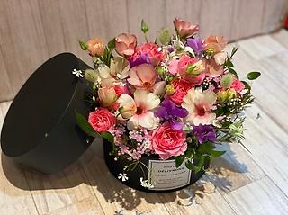 季節のお花のボックスアレンジメント