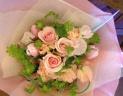 シュガーピンクとライムグリーンの爽やかな花束