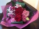 赤バラの上品な花束