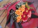 ガーベラとスプレーバラの花束