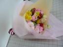イエローピンクの花束