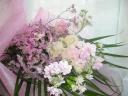 お悔やみの花束・淡色ピンク