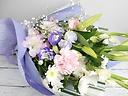 【お供え花束】 ~白ユリで優しく贈る淡い色花束~
