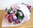 バラと紫トルコの花束