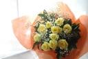 『黄バラの花束』