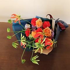 グロリオサの花束