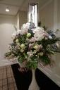 淡い色合いのスタンド花