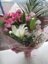 豪華な花束ユリ・バラ・カスミ