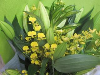 ユリとオンシジュームの花束
