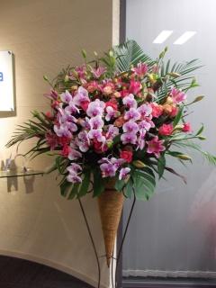 彩 御祝生花スタンド花ピンク色