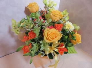 黄色とオレンジのアレンジメント