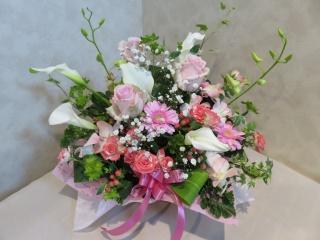 白とピンクのふわりアレンジメント