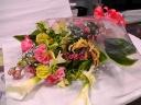 カラーを使って粋な花束