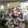 お祝いスタンド花2段淡いピンク系