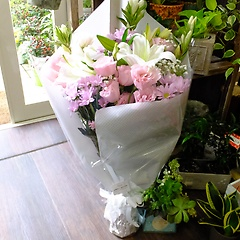 大輪ユリ入りお供え花束ピンクトルコ