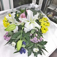 お供え花束定番菊・ユリ