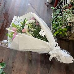 オリエンタルユリとスプレーマムのピンク花束