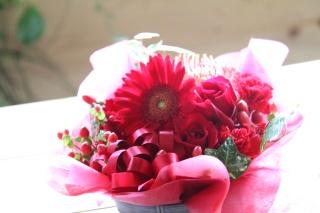 * 赤い花のアレンジメント *