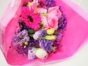 ビビットカラーの華やか花束