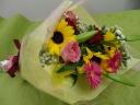 気兼ねなく贈れる花束です。