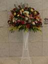 大ぶりでカラfルな御祝用のスタンド花です