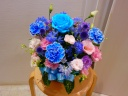 ブルーのバラが印象的です