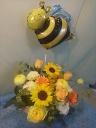 お花に誘われて~「ゆらゆらハチさん」バルーン付
