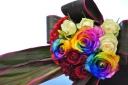 高品質レインボーローズ3本使ったシックな花束