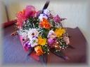 バラとトルコギキョウのふんわりミックス花束