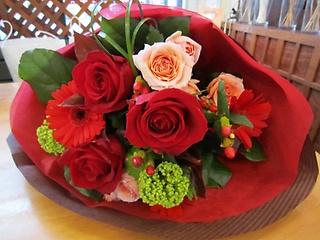 赤バララウンド花束