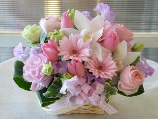 春色(春の花がいっぱいのアレンジメント)