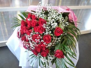 赤バラの花束(カスミ草入り)