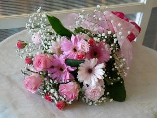 バラとガーベラのピンク系花束