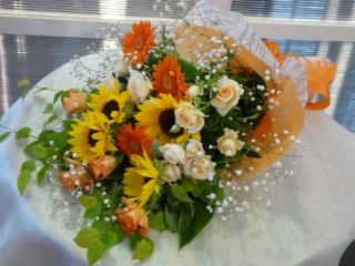バラとひまわりの黄色オレンジ系花束