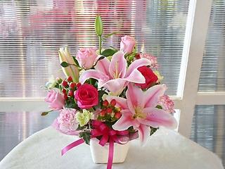 ピンクユリとバラのアレンジ