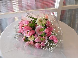 ピンクチューリップのピンク系花束