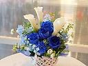 青バラとカラーのアレンジメント