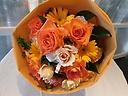 オレンジバラのブーケ風花束