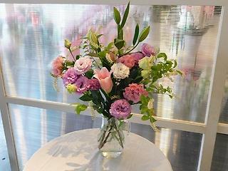 季節の花束 ユリ・トルコキキョウ(花瓶は別です)