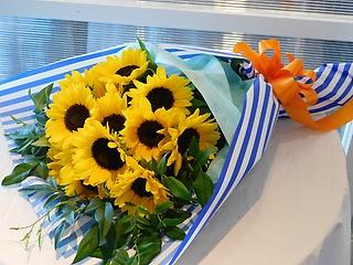 ヒマワリ15本の花束