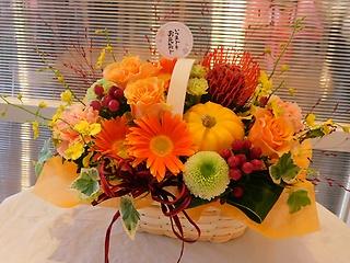 敬老の日・オレンジバラの秋の華やかバスケット