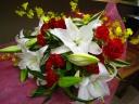 オンシジュームとユリの花束