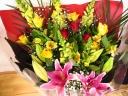 イエロー系豪華な花束