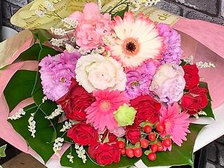 ガーベラと薔薇の華やかブーケ