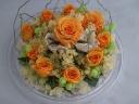 クリアドームの中にオレンジのバラ