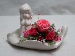 森の天使とピンクのバラ