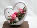 ハート型陶器にピンクのバラ