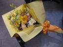黄色オレンジの暖色系花束
