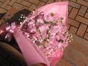 スイートピーとかすみ草の花束