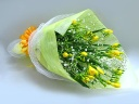 黄色いフリージアの花束